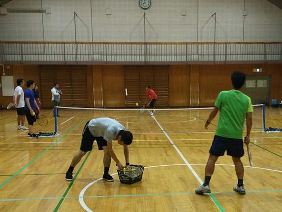 The Japanese tennis coach serves a sound ball to Maria